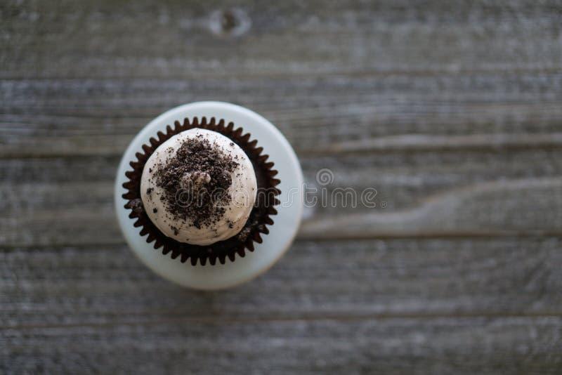 Cookies & opinião de creme de Arial do queque imagem de stock royalty free