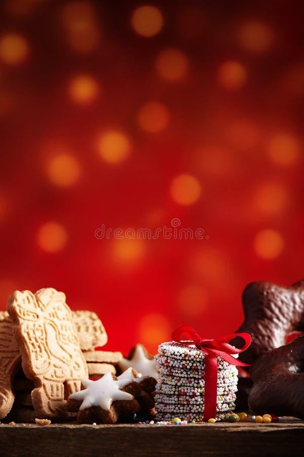 Cookies saborosos do feriado com migalhas fotos de stock