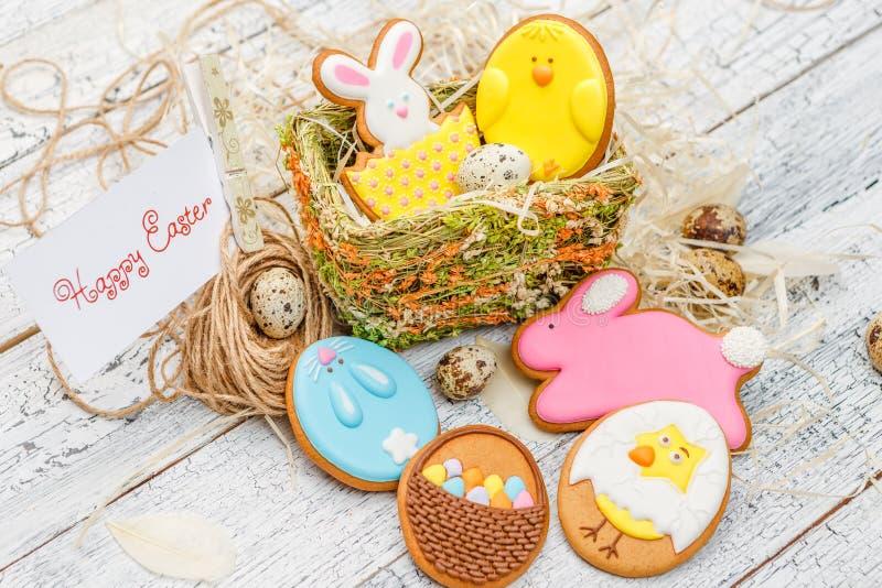 Cookies vitrificadas bonitas da Páscoa foto de stock royalty free
