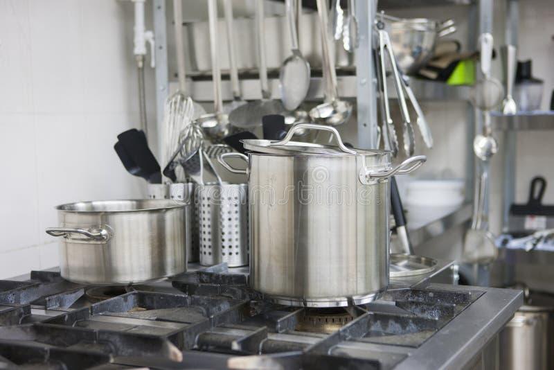 Cooktop profissional do gás com potenciômetros fotos de stock