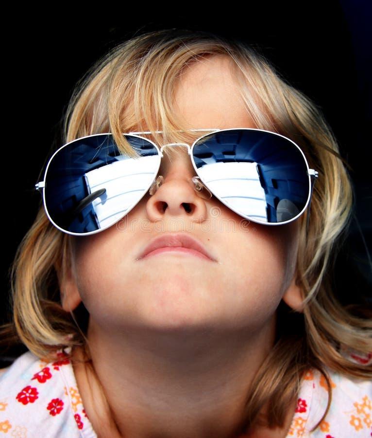 Cool dzieciaka z okulary przeciwsłoneczne zdjęcia stock