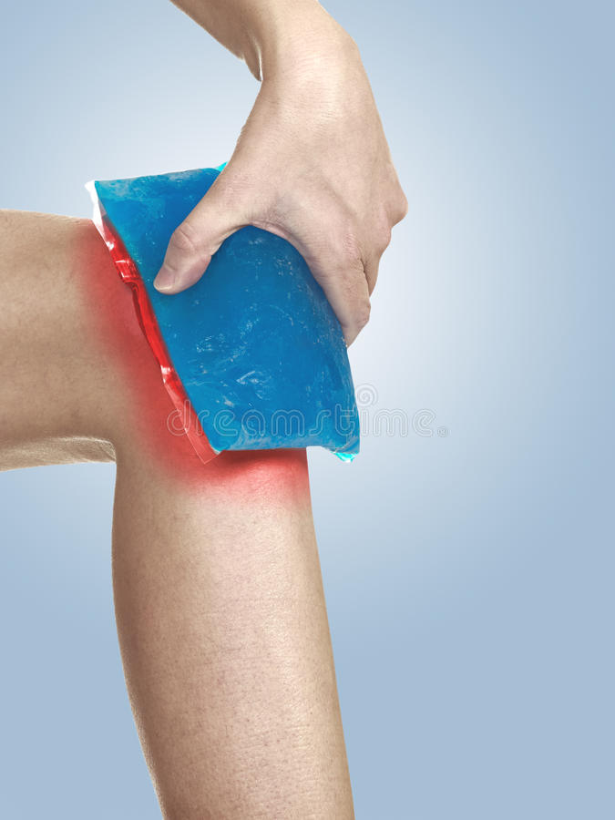 Download Cool Gel Pack On A Swollen Hurting Knee. Stock Image - Image: 28715007