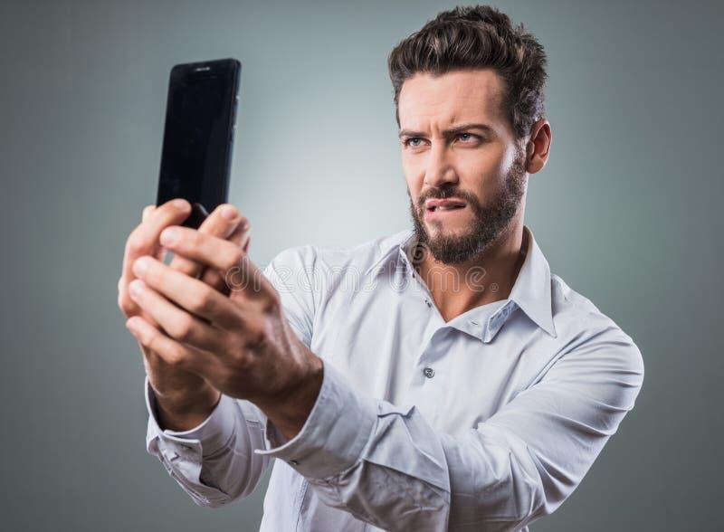 Download Cool Mężczyzna Bierze Selfie Zdjęcie Stock - Obraz złożonej z telefon, ufny: 53787614