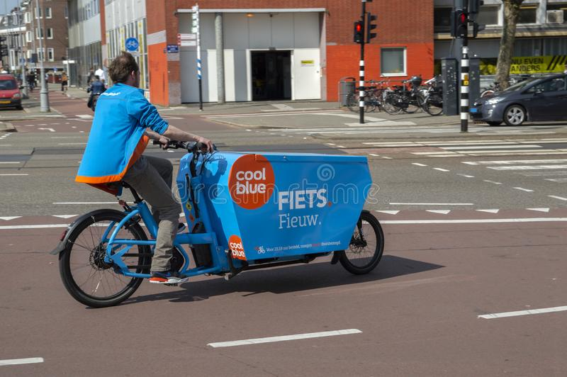 Coolblue Electrical Company Bicycle À Amsterdam Les Pays-Bas 2019 photo stock