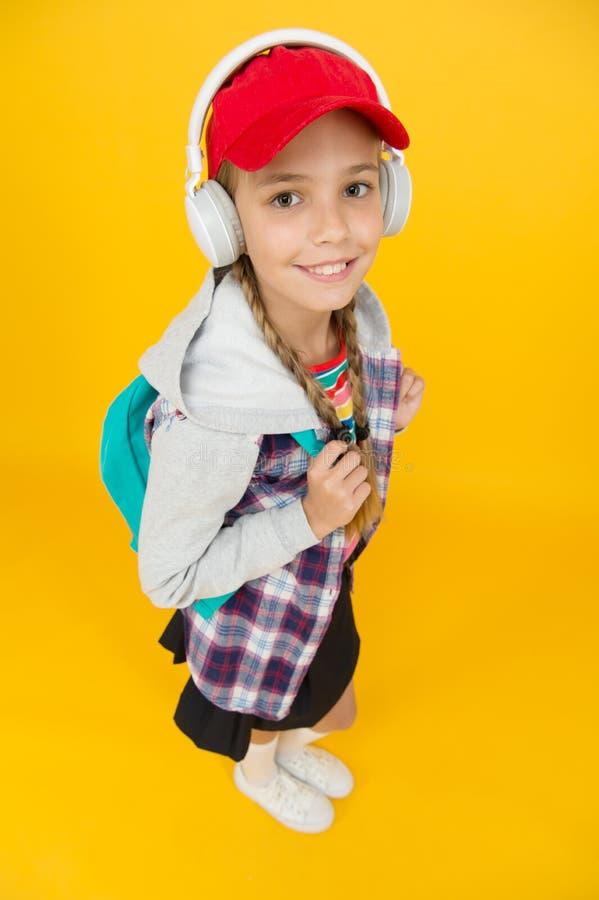 Coolgirl Teens Mode fröhlicher Teenager Kleine Kindermädchen, lange Haare Teenagerleben Moderner Teenager stockbilder