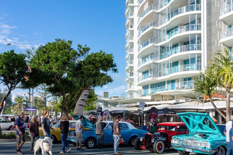 Cooly - Kołysa Na festiwalu samochodowym przedstawieniu Coolangatta, Queensland, Australia - zdjęcie royalty free