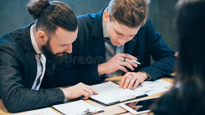 Cooperação da parceria do contrato do negócio foto de stock