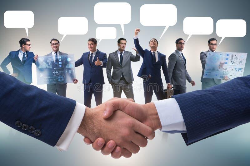 Cooperationa i pracy zespołowej pojęcie z uściskiem dłoni obrazy stock