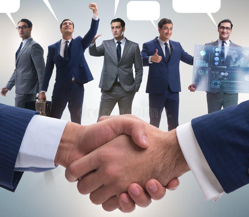 Cooperationa och teamworkbegrepp med handskakningen arkivbild