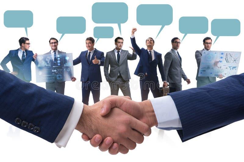 Cooperationa- och teamworkbegreppet med handskakningen royaltyfri fotografi