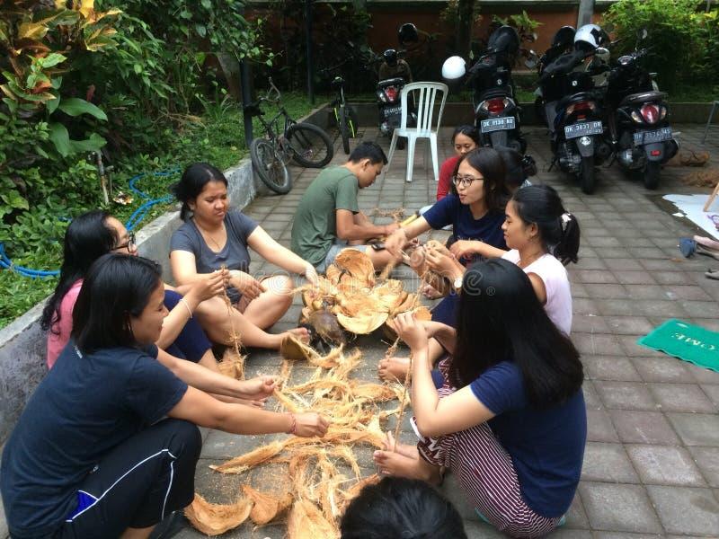 Cooperazione reciproca o chiamato & x22; royong& x22 del gotong; in Indonesia fotografia stock