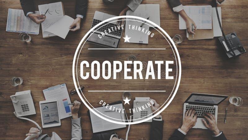 Coopere participan concepto del trabajo en equipo de la sociedad foto de archivo