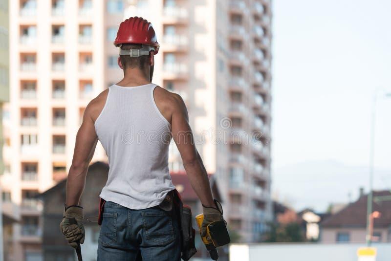 Coordenador Construction Wearing um capacete vermelho imagens de stock