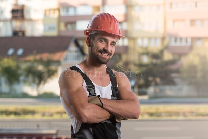 Coordenador Construction Wearing um capacete vermelho foto de stock