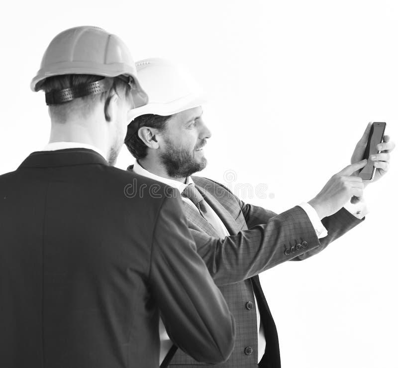 Coordenador e inspetor de construção Local e coordenadores estruturais nos capacetes Profissão, inspeção, trabalho, construindo imagem de stock
