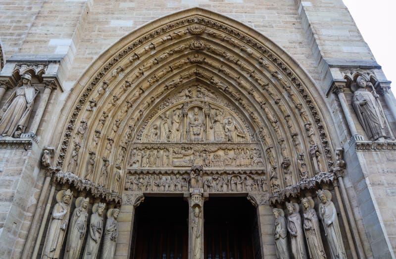 Coordonn?es sculpturales et architecturales merveilleuses de Notre Dame Cathedral ? Paris France Avant le feu 5 avril 2019 images libres de droits