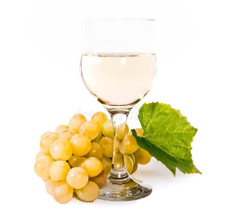 Copa con el vino blanco y la uva imagen de archivo for Copa vino blanco