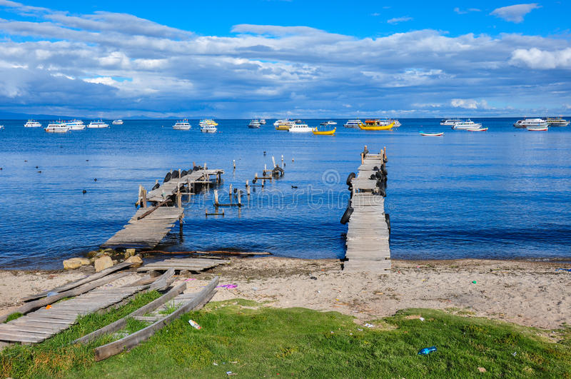 Copacabana-Docks auf Titicaca See, Bolivien stockbilder
