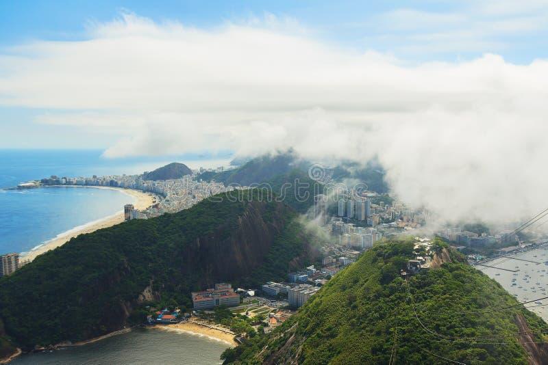 Copacabana för flyg- sikt, röd strand från Sugarloaf, Rio de Janeiro royaltyfri foto