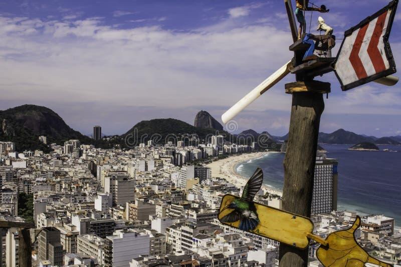 Copacabana i Rio de Janeiro med Urca i en bakgrund arkivbild