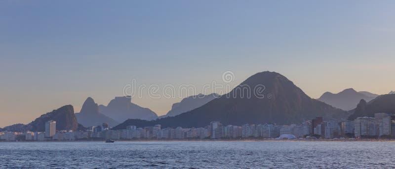 Copacabana strand som ses från havet royaltyfri fotografi