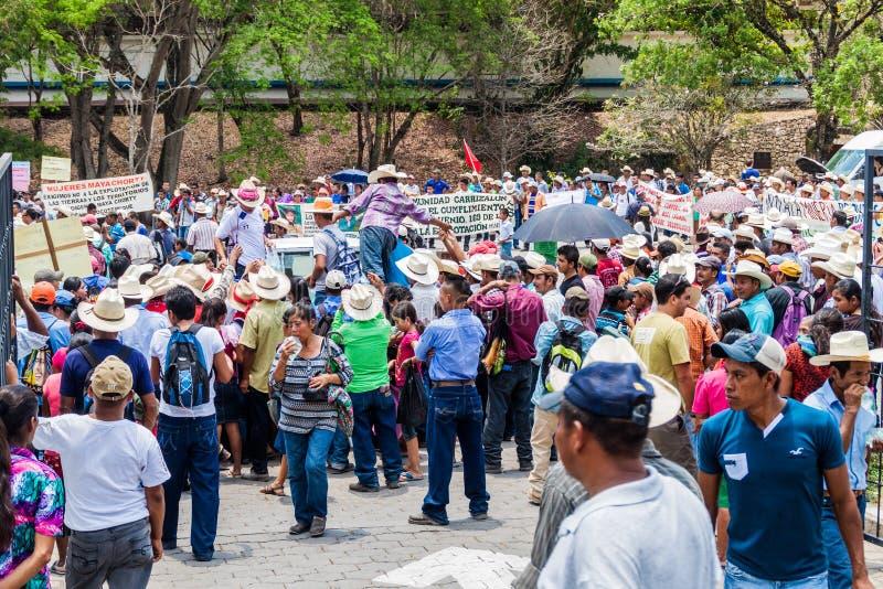COPAN RUINAS, HONDURAS - APRIL 12, 2016: De inheemse mensen protesteren tegen minery dichtbij het archeologische park Copan royalty-vrije stock afbeeldingen