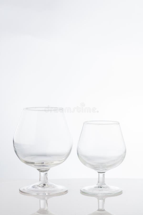 Copas de vino cortas claras vacías del tronco fotografía de archivo libre de regalías