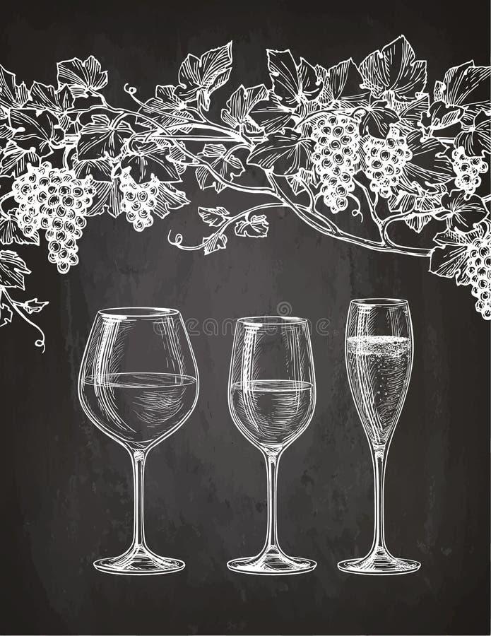 Copas y vid de uva en la pizarra libre illustration