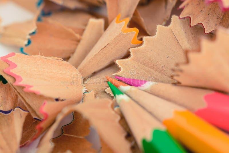 Copeaux en pastel colorés de crayon image libre de droits