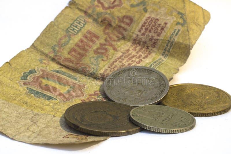 Copecks da URSS em um fundo de um rublo borrado imagem de stock royalty free