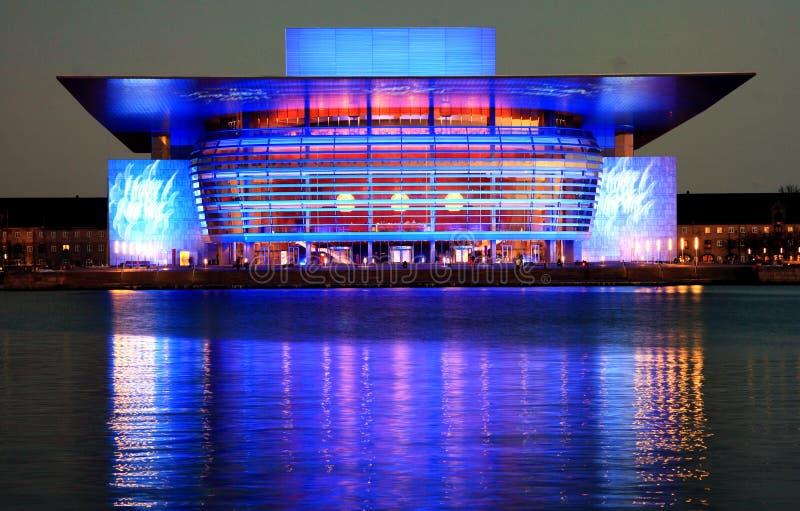 Copenhaga Opera na noite (azul) foto de stock