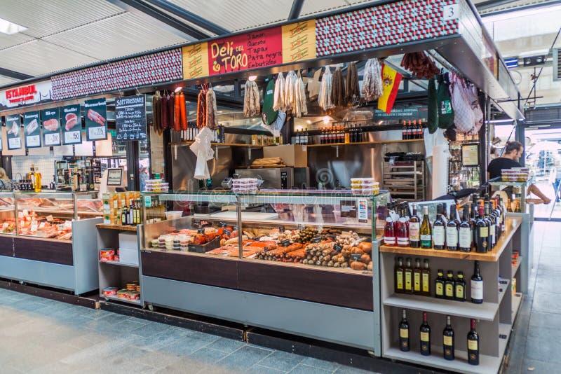 COPENHAGEN, DENMARK - AUGUST 28, 2016: Food stall inTorvehallerne indoor food market in the centre of Copenhage. N stock photography