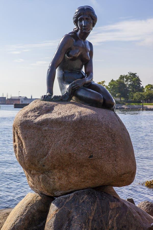 copenhagen liten mermaidstaty arkivbilder