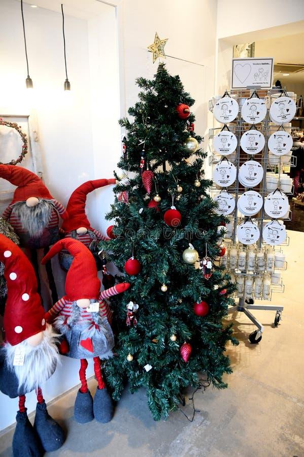 Copenhaghen/Danimarca 12 Novembre 2018 Oggetto di Vrius per i sants della decorazione di natale e l'albero di Natale e l'altro ge fotografia stock libera da diritti