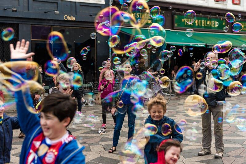 COPENHAGUE, DINAMARCA - 24 DE AGOSTO DE 2015: Atracción de la burbuja en Copenhague céntrica, Dinamarca imagenes de archivo
