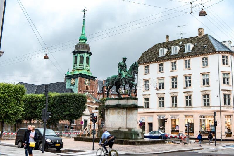 COPENHAGUE, DINAMARCA - 24 DE AGOSTO DE 2015: Estatua en Copenhague, Dinamarca imagen de archivo