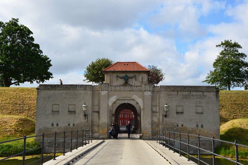 COPENHAGUE, DINAMARCA - 31 DE MAYO DE 2017: Rey Gate en Kastellet Kastellet es una de las mejores fortalezas preservadas de la es fotos de archivo
