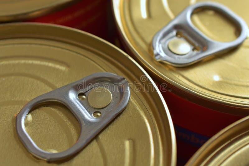 Coperchi dell'alimento inscatolato fotografie stock libere da diritti