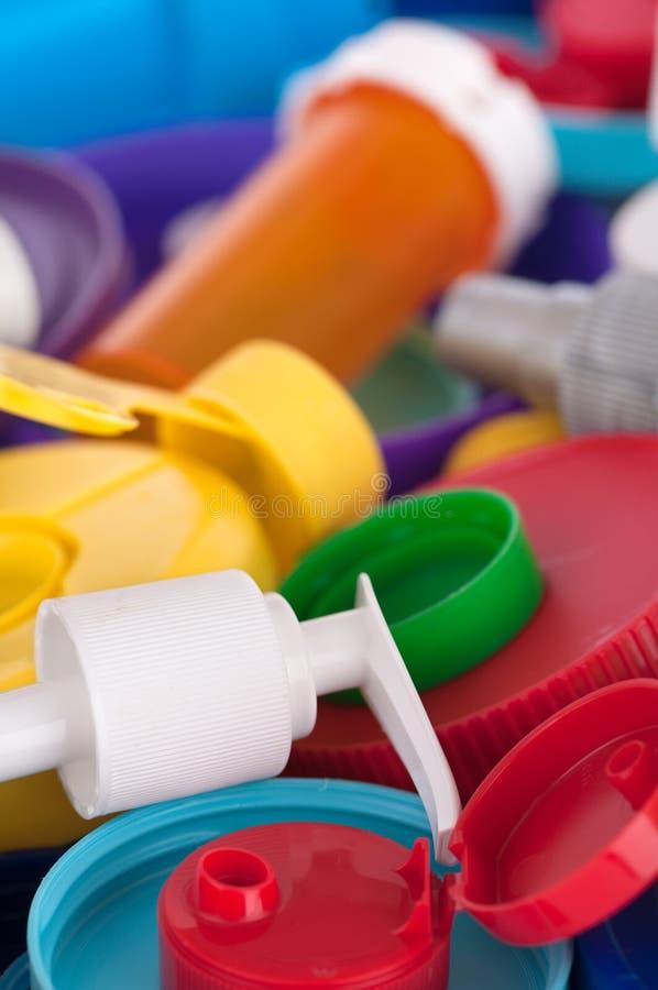 Coperchi e primo piano di plastica dei contenitori immagini stock libere da diritti