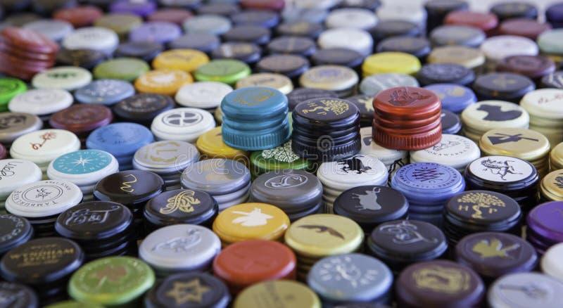 Coperchi a vite della bottiglia di vino fotografie stock