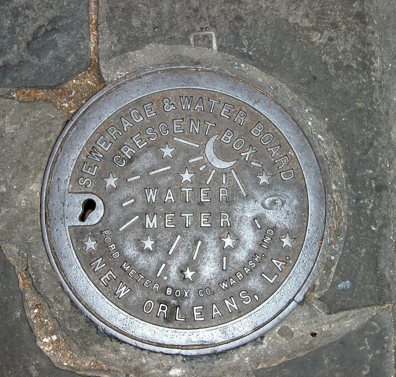 Coperchio del metro ad acqua di New Orleans fotografie stock