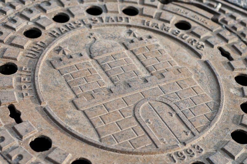 Coperchio di botola dell'emblema della città di Amburgo fotografia stock libera da diritti