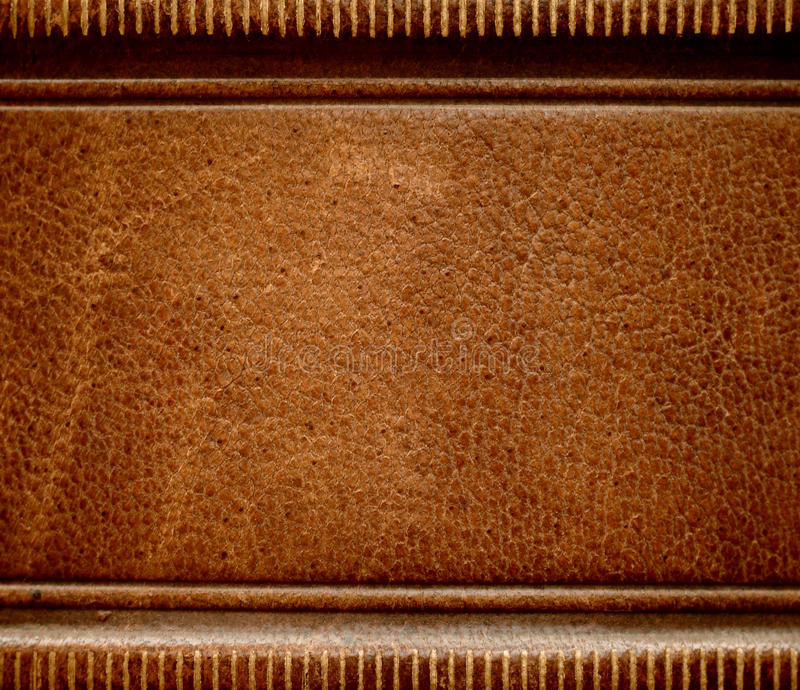 Coperchio di cuoio antico della spina dorsale del libro. fotografie stock libere da diritti