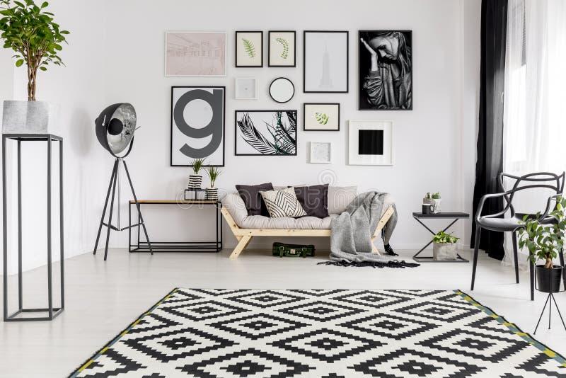 Coperta geometrica in salone fotografie stock