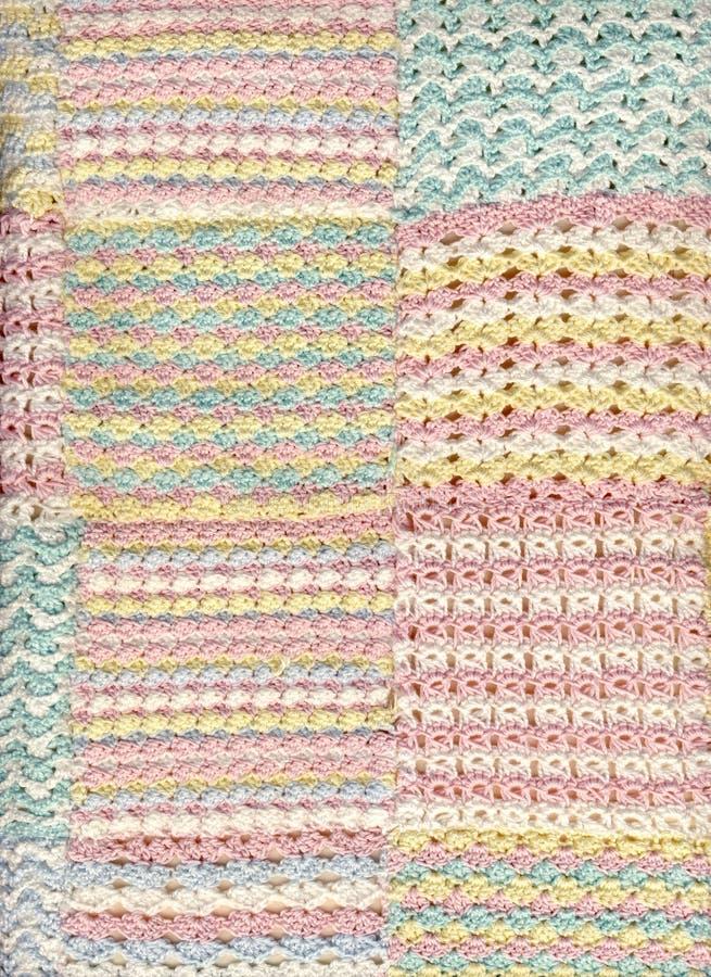 Coperta pastello del crochet del bambino fotografia stock