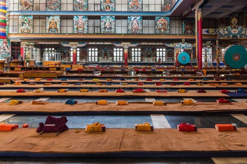 Coperte di preghiera di Vihara al monastero buddista di Namdroling, Coorg immagini stock libere da diritti