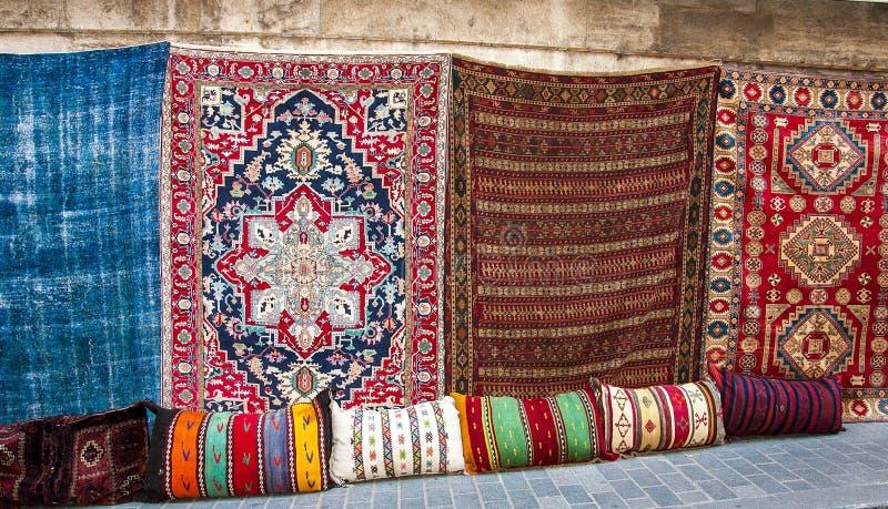 Coperte turche nel grande bazar immagini stock