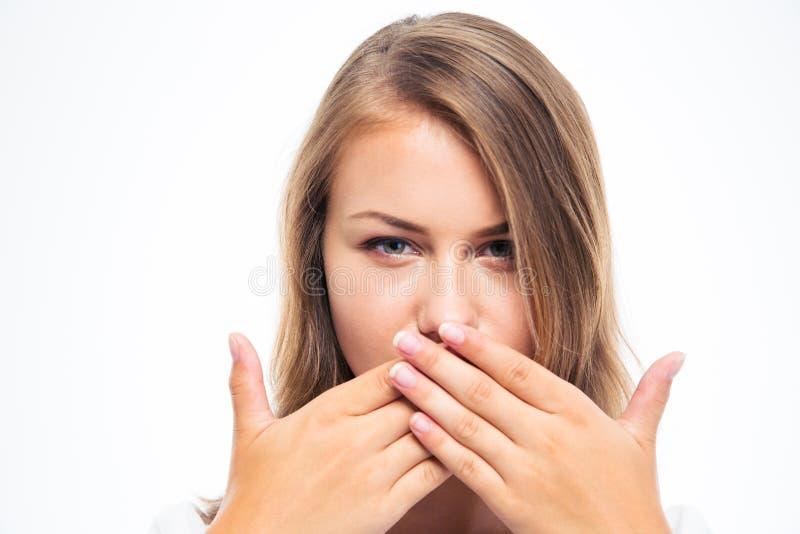 Copertura della giovane donna la sua bocca immagini stock libere da diritti