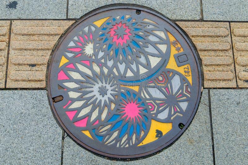 Copertura di botola variopinta nella città di Matsumoto immagini stock libere da diritti