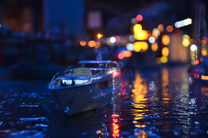 Copia artificial de St Petersburg en la noche fotografía de archivo libre de regalías